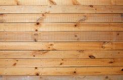 粗砺的墙壁木黄色 免版税库存照片