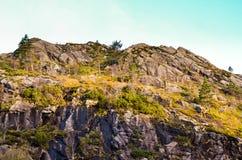 粗砺的山在秋天期间的挪威 库存图片
