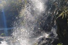 粗砺的山河瀑布 免版税库存照片