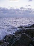 粗砺的波浪在基韦斯特岛水域中 库存图片