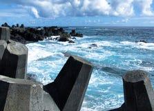 粗砺的波浪在夏威夷1 免版税库存照片
