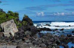 粗砺的波浪在夏威夷4 免版税库存照片