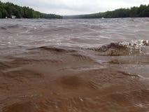粗砺的湖水 库存图片