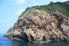粗砺的石海岛 免版税图库摄影