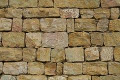 从粗砺的石头的墙壁 库存图片