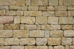 从粗砺的石头的墙壁 免版税库存图片