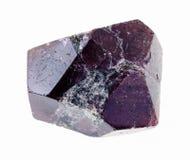 粗砺的铁铝榴石)石榴石水晶在白色 图库摄影