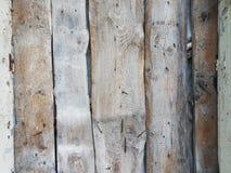 粗砺的unplaned自然木板条招标棕色颜色,生锈的大钉子被锤击入他们,背景纹理现代以空 图库摄影
