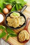 粗面粉薄煎饼用荨麻 免版税图库摄影
