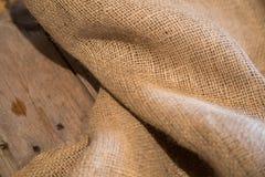 粗麻布和木头 免版税图库摄影