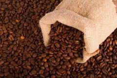 粗麻布大袋咖啡豆 库存图片
