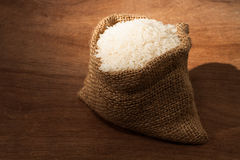 粗麻布小米的大袋 免版税库存照片