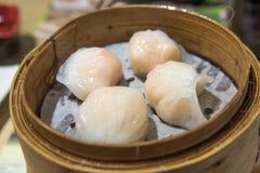 粤式点心,传统广东饺子,烹调在竹蒸汽 免版税库存图片