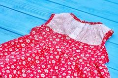 精制的夏天婴孩女孩礼服 库存照片