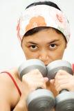 精力充沛的健身妇女 免版税图库摄影
