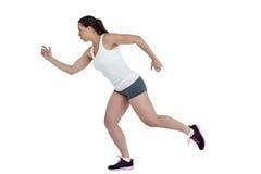 精力充沛的女运动员赛跑侧视图  库存图片