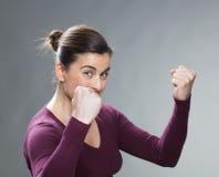精力充沛的30s妇女的女性成功概念 免版税库存照片