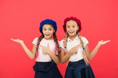 精华学校学院 海外教育 应用形式上国际学校 姐妹朋友女孩 法语 免版税图库摄影