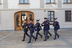 精华布拉格城堡卫兵的战士 免版税图库摄影