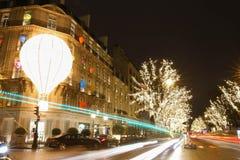精品店为圣诞节装饰的Dior,巴黎,法国 免版税库存照片