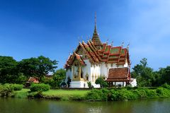 精妙的泰国皇家王位的仿制版本从前 免版税库存照片