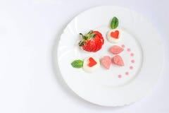 精妙的点心用草莓 图库摄影
