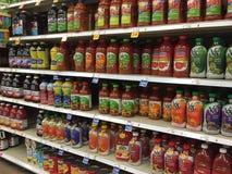 精密瓶果汁卖 免版税库存图片