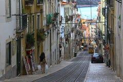 精密老街道在里斯本,葡萄牙 库存图片