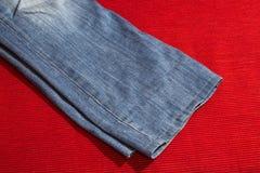 精密背景的蓝色牛仔裤 免版税库存照片