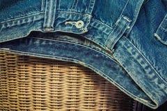 精密背景的蓝色牛仔裤 免版税库存图片