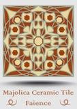 精巧彩色陶器瓦片 装饰陶瓷砖以米黄,橄榄绿和红色赤土陶器 葡萄酒样式色彩强烈 传统西班牙cerami 库存照片