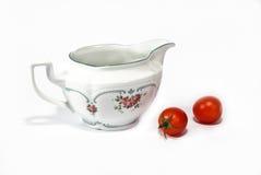 精巧彩色陶器调味汁 库存照片