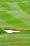 精心制作的域高尔夫球草坪 免版税库存照片