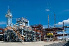 精炼厂在西西伯利亚 加工设备油 免版税库存照片