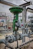 精炼厂或化工厂的气动力学的流量控制阀 免版税图库摄影