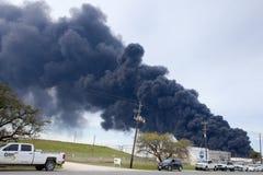 精炼厂火在休斯敦得克萨斯 免版税库存图片