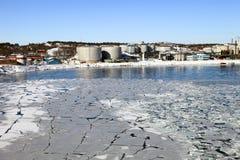 精炼厂风景冬天 库存照片