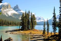 精神海岛和Maligne湖在贾斯珀国家公园,亚伯大,加拿大,联合国科教文组织世界遗产名录 库存照片