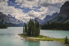 精神海岛,贾斯珀国家公园,加拿大人罗基斯, Maligne L 免版税图库摄影