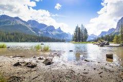 精神海岛maligne湖西部加拿大不列颠哥伦比亚省 库存图片