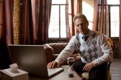 精神病医生人在办公室 免版税图库摄影