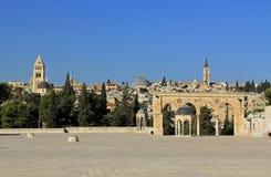 精神的圆顶沿正方形的在圣殿山 库存照片
