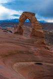 精美曲拱在曲拱国家公园,在风雨如磐的天空下 图库摄影