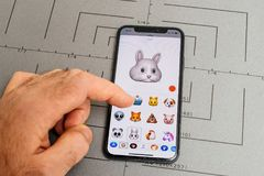 精选哀伤的兔子animoji emoji的人 库存图片