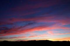 精采桃红色云彩日落 库存照片