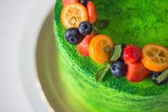 精采绿色蛋糕 库存图片