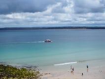 精采蓝色海在圣Ives 库存照片