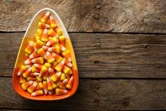 糖味玉米在碗万圣夜背景中 库存图片