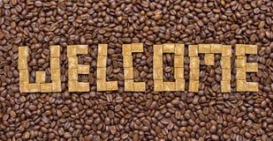 糖和咖啡豆的构成以欢迎的形式 库存照片