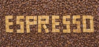 糖和咖啡豆的构成以浓咖啡的形式 库存图片